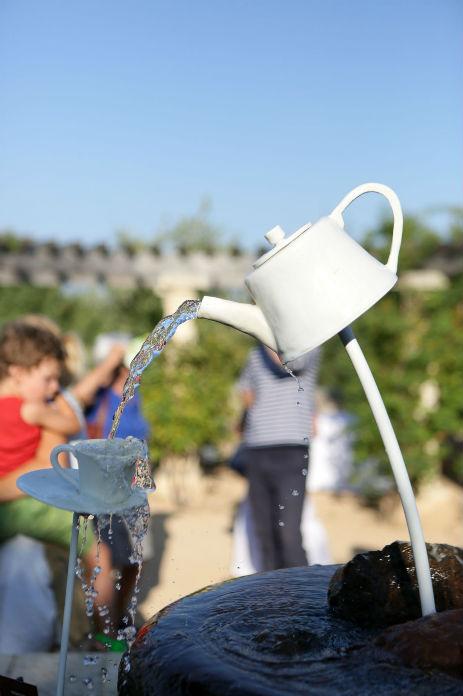 installation fontaine théière porcelaine photo Eric Morère exposition JAM